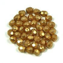 Cseh csiszolt golyó gyöngy - krémes arany gyöngy felülettel-4mm