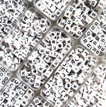 """Betű gyöngy - műanyag fűzhető kocka - 6mm - """"K"""""""