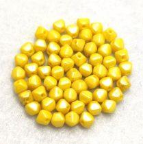 Cseh préselt üveg gyöngy - Bicone - 4mm - Yellow Luster