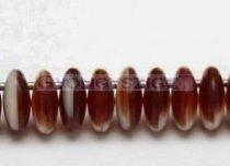 Cseh szélén fúrt préselt lencse gyöngy -telt csoki-fehér cirmos-6mm