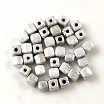 Cseh üveg gyöngy - Kocka - 4mm - Etched Silver