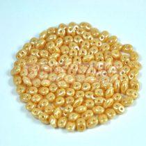 Superduo cseh préselt kétlyukú gyöngy - 2.5x5mm - lustered caramel
