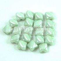 Silky gyöngy - White Light Green Luster - 5x5mm