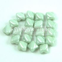 Silky gyöngy - White Light Green Luster - 5x5mm
