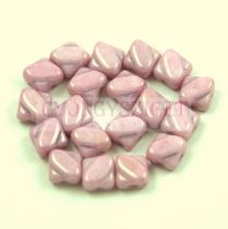 Silky gyöngy - Opaque White Pink Luster - 6x6mm