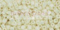 Toho kocka gyöngy - 122 - opaque lustered navajo white - 1.5mm